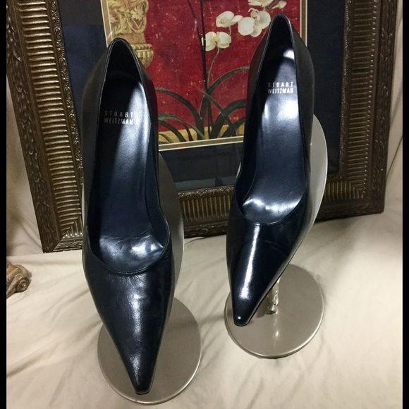 Stuart Weitzman Black Pumps. Sz 10.5 Great Stuart Weitzman shoes. Check out the pics. Sz 10.5 Stuart Weitzman Shoes