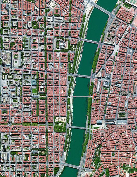 Civilização em perspectiva: O mundo visto de cima,Lyon, France. Image Courtesy of Daily Overview. © Satellite images 2016, DigitalGlobe, Inc