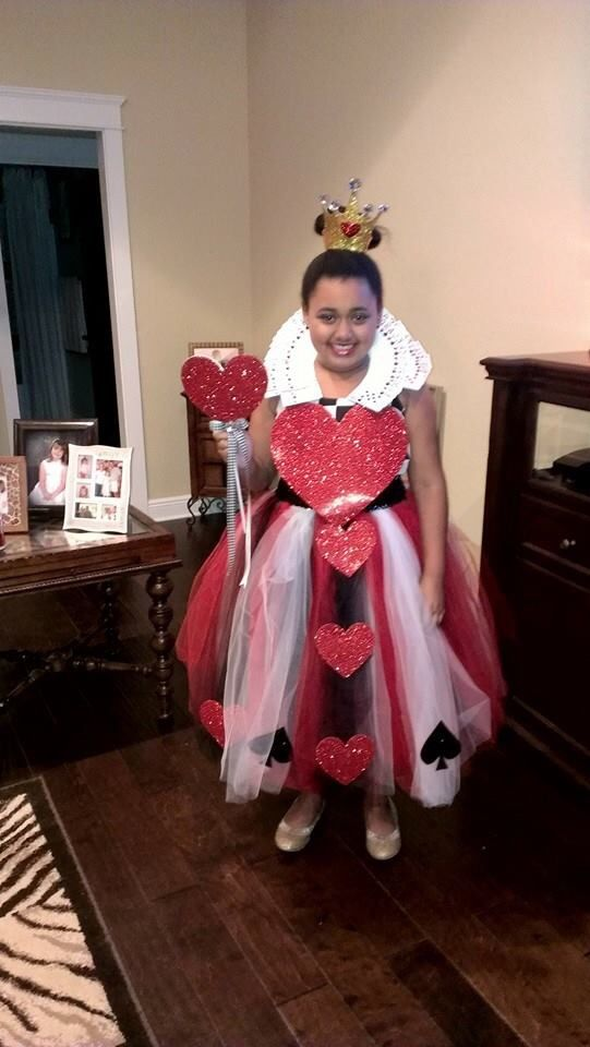 Diy Queen Of Hearts Tulle Dress And Card Collar Tulle Crafts Flower Girl Dresses Tulle Dress