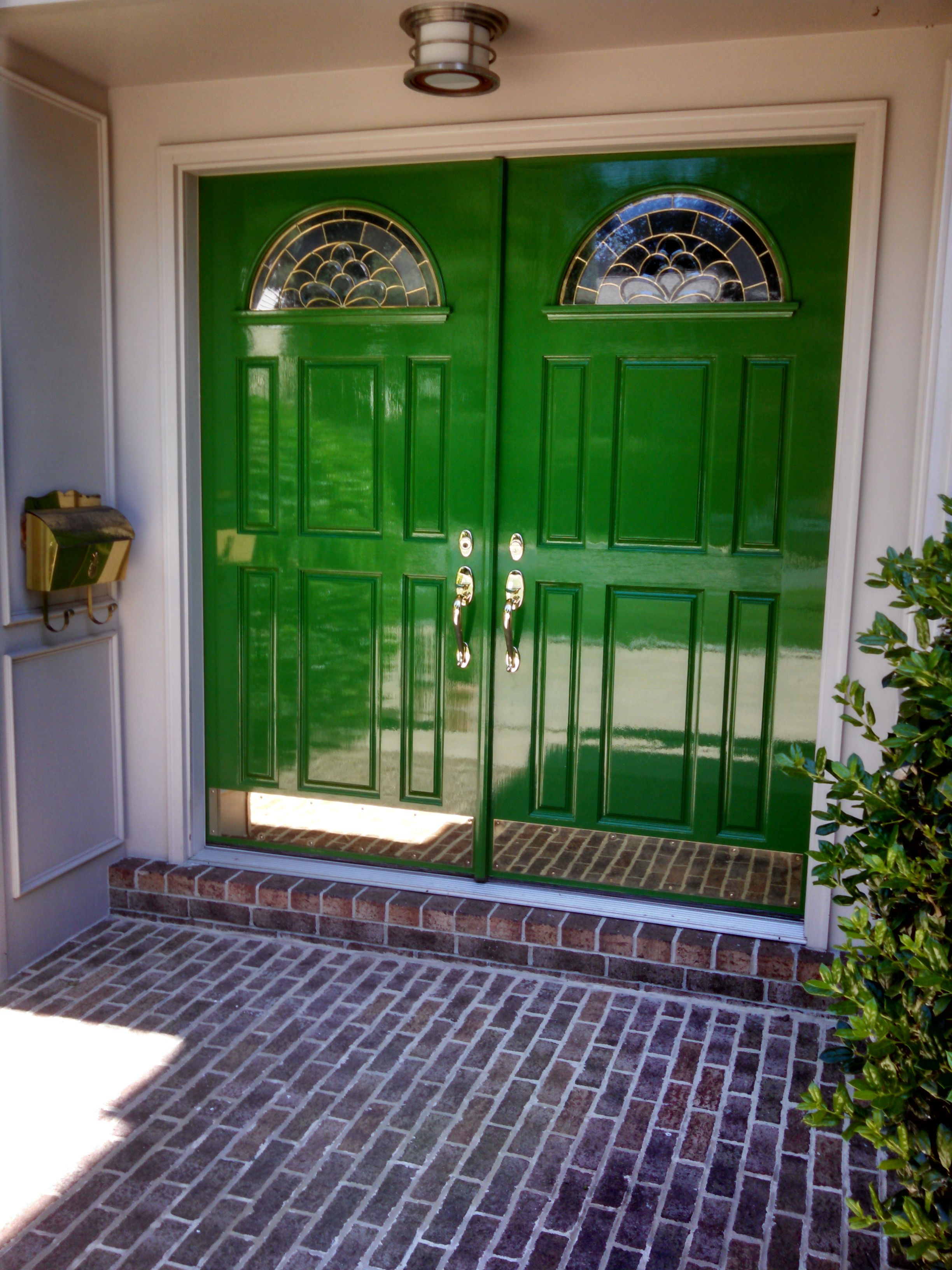 Kelly Green Double Doors Front Glossy Paint