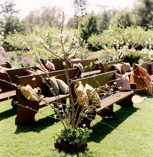 Outdoor Wedding Seating Love The Idea Of Church Pews Or Wooden Benches With Pillows