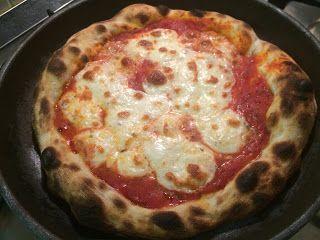 Pizza come in pizzeria, cotta sul fornello
