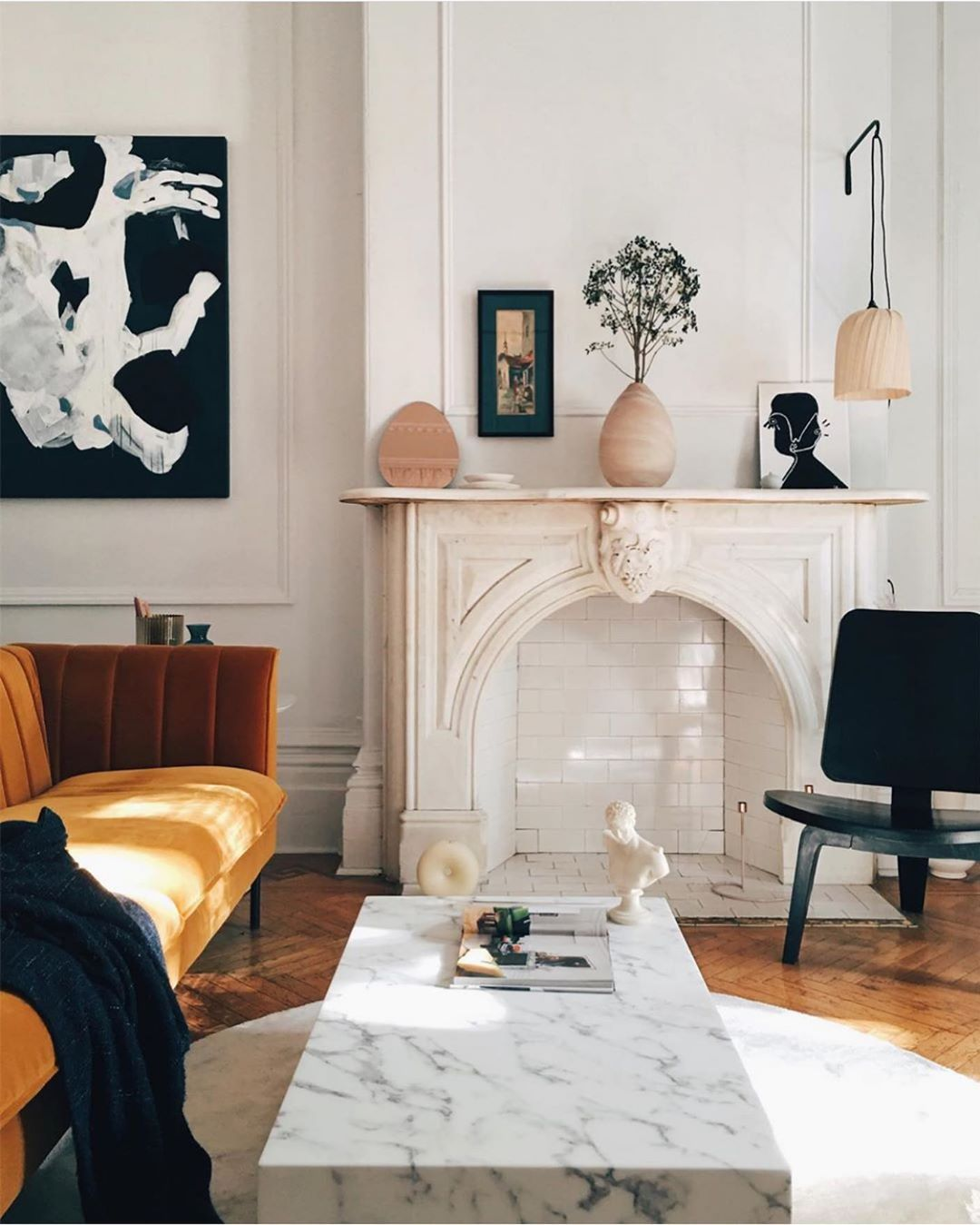 Ashley Stark Kenner On Instagram Loving The Touch Of Color Her Doesn T Seem Overwhelming But Adds So Much Living In 2020 Home Apartment Inspiration