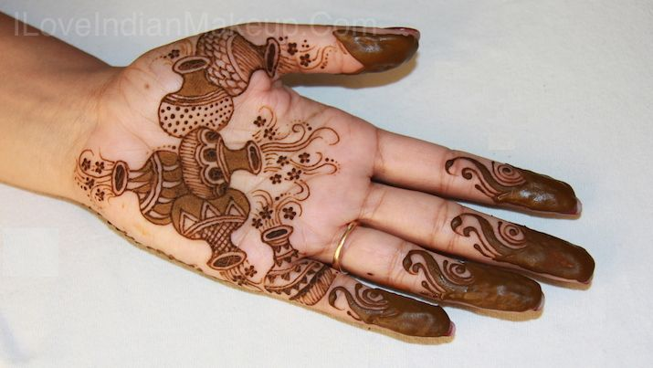 Traditional Indian Matka Inspired Henna Mehendi Design Mendhi