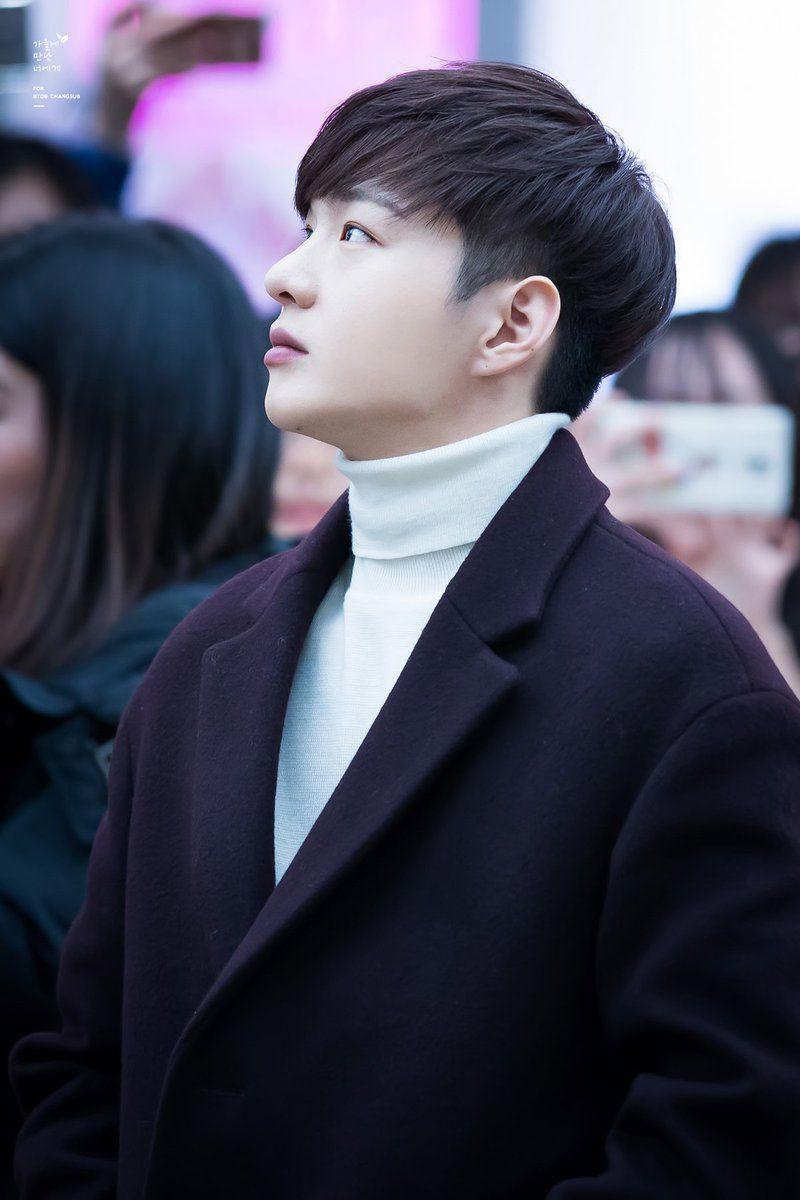 Straight Asian Short Hairstyles Men In 2020 Asian Hair Korean Men Hairstyle Asian Man Haircut