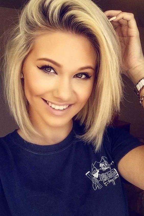 Cute Assymetrical Blonde Bob For Round Face Hairstyle Inspo
