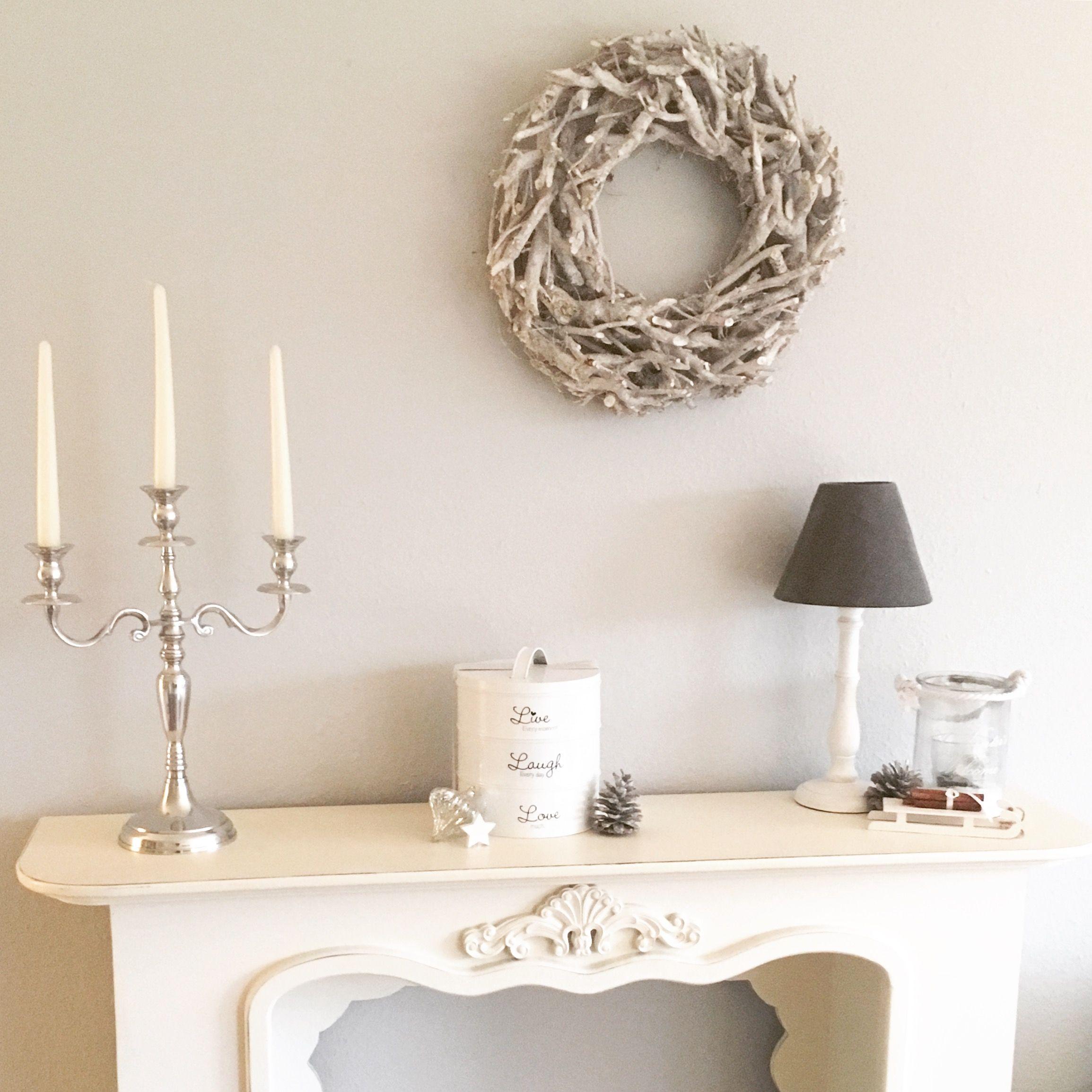 Kaminumrandung Kaminkonsole Whiteliving Wohnen In Weiss Kerzenleuchter Driftwood Treibholz Kranz Livingroom Wohnzimmer Riviera Maison