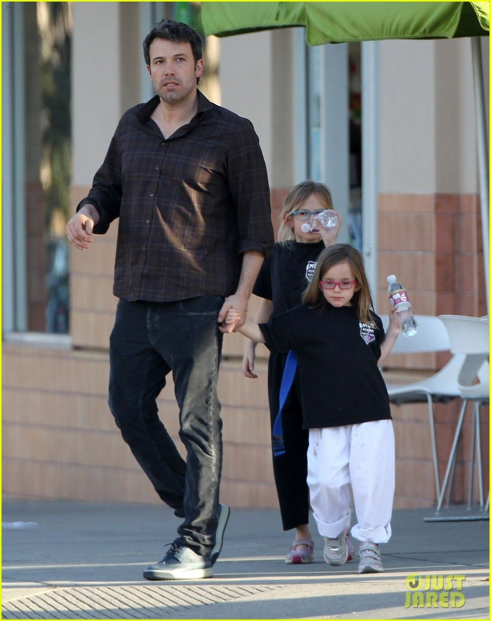 Ben Affleck with Daughters Violet & Seraphina After their