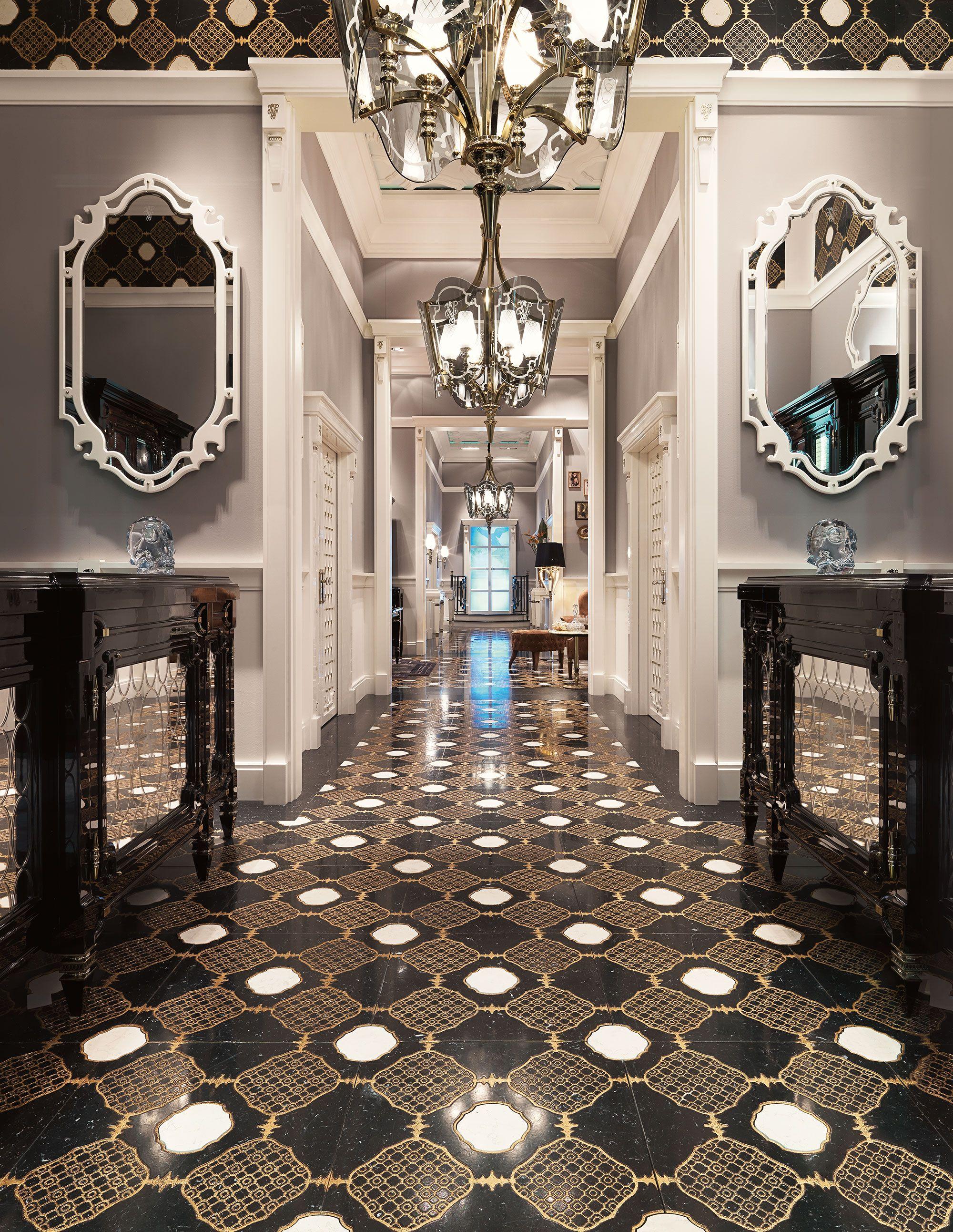 Foyer And Entrance Of The Windsor Hotel : Windsor entrance hall livingroom luxury