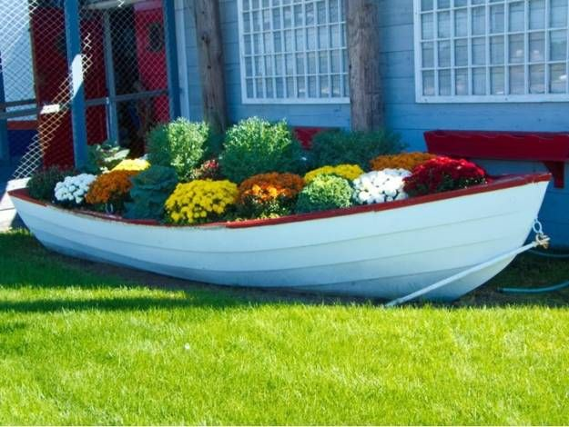 22 Landscaping Ideas To Reuse And Recycle Old Boats For Yard