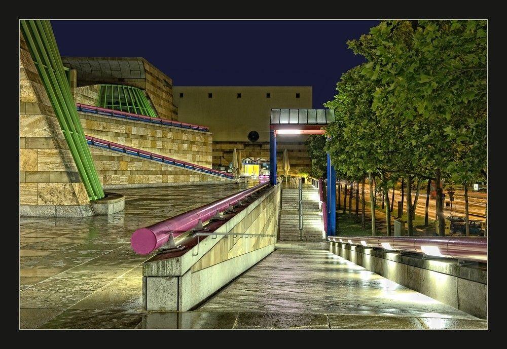 Staatsgalerie stuttgart bei nacht foto von m oechsler for Neue architektur stuttgart