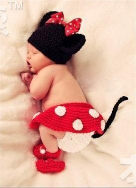 Ganchillo del bebé de Mickey Mouse sombrero Infant fotografía atrezzo niños  hicieron punto los sombreros de un conjunto de pantalón y sombrero falda y  los ... 88a356bf2890