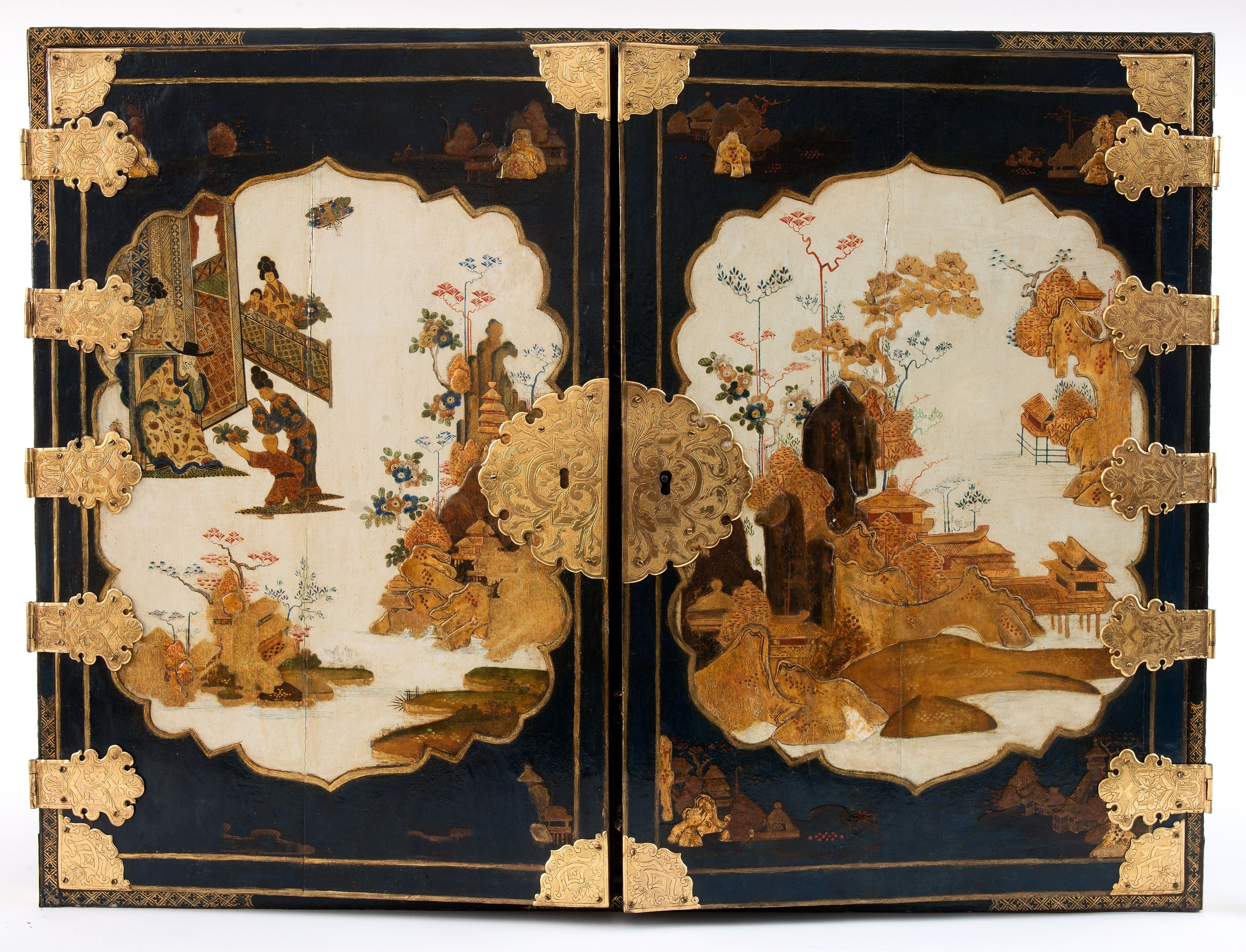 Chinosierie cabinet containing fifteen drawers by Martin Schnell, beginning of the 18th century, Muzeum Pałacu Króla Jana III w Wilanowie, lost during World War II and revindicated from Germany