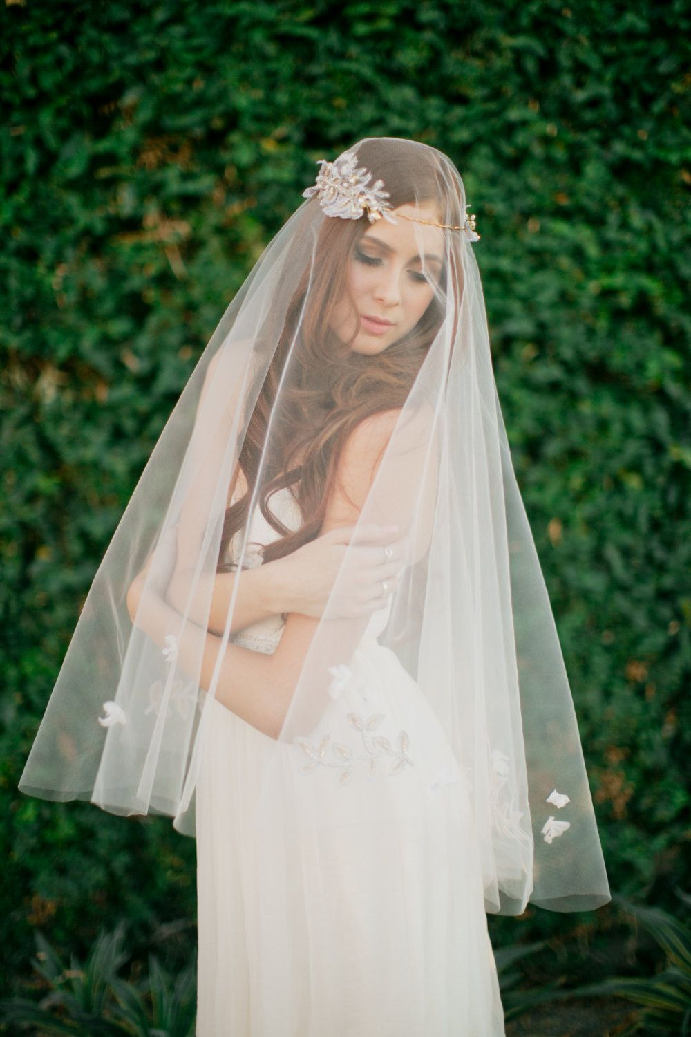 Bridal veil double layer veil fingertip por SmithaMenonbridal, $105,00.Para la play