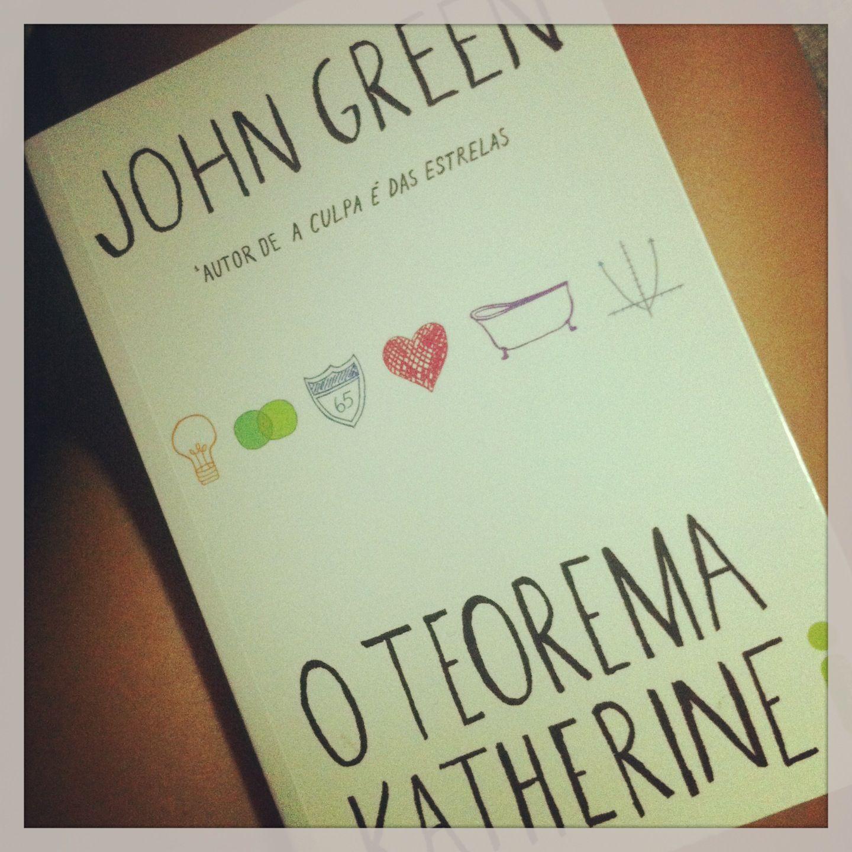 """Quando se conhece John Green pelo livro A Culpa é das Estrelas qualquer outro perde o brilho inevitavelmente. E """"a culpa, meu caro Bruto, não é de nossas estrelas. Mas de nós mesmos, que consentimos em ser inferiores."""" W. Shakespeare"""