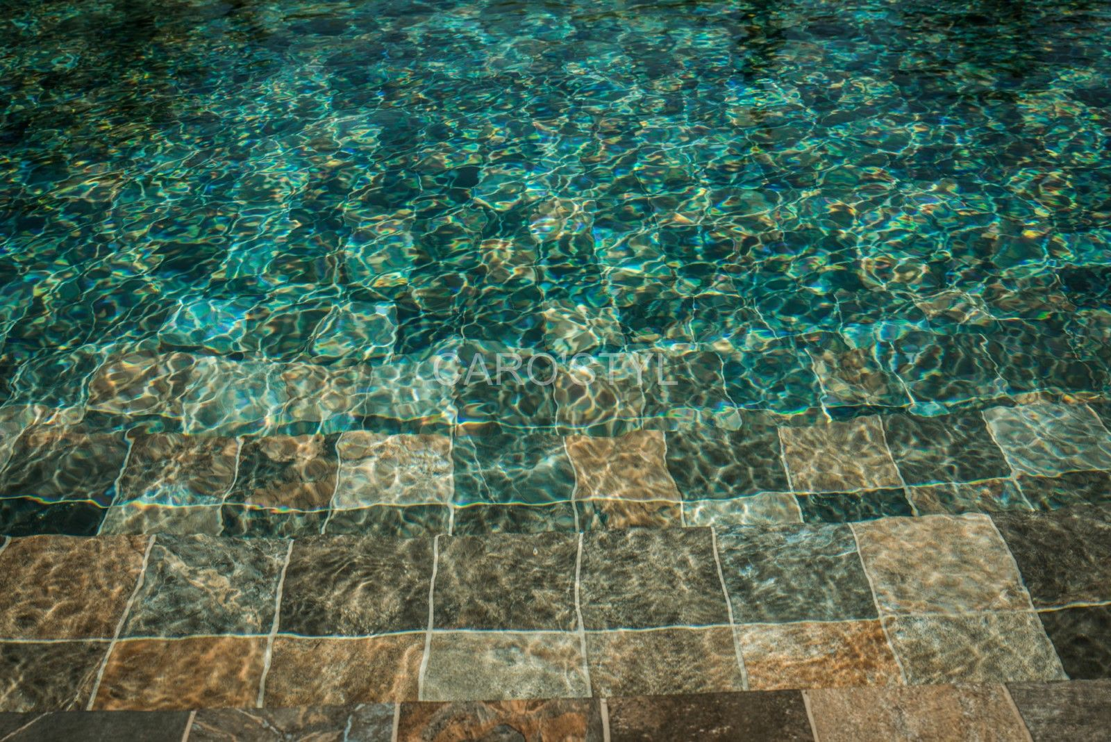 Carrelage Green Bali 15x15 Ingelif Et Facile D Entretien Carrelage Piscine Piscine Construire Une Piscine