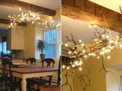 Esszimmer Tisch Holz Blumentopf Kronleuchter Zweige Lichterkette