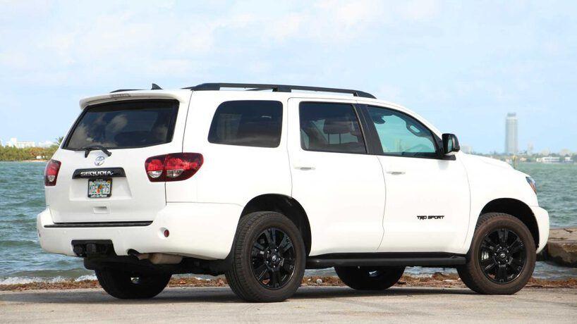 رسوم تجديد اقامة سائق خاص خدمات الخليج Toyota Corolla Car Large Suv