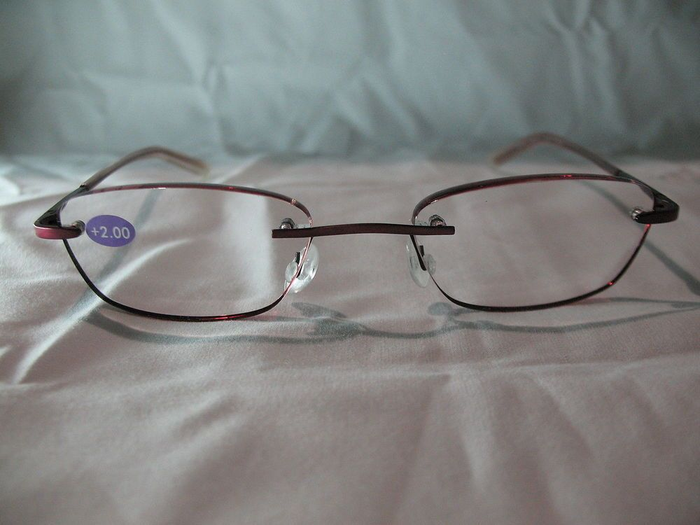 InSight Ruby EdgeGlow Red Rimless Womens Reading Glasses with Case  1.00 1.25 1.50 1.75 2.00 2.25 2.50 2.75. This is a pair of Insight Ruby EdgeGlow womens red reading glasses. These glasses are rimless and they come with a clear plastic carrying case. | eBay!
