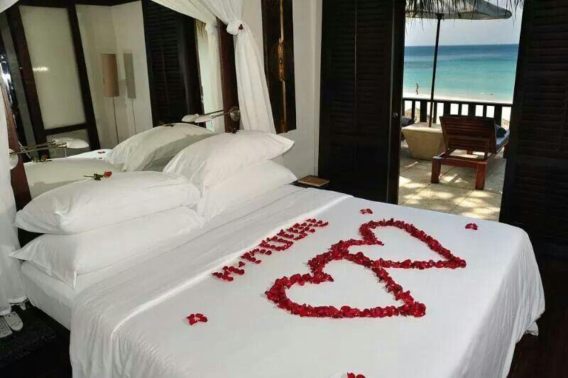Honeymooner's bed | Romantic room decoration, Romantic ...