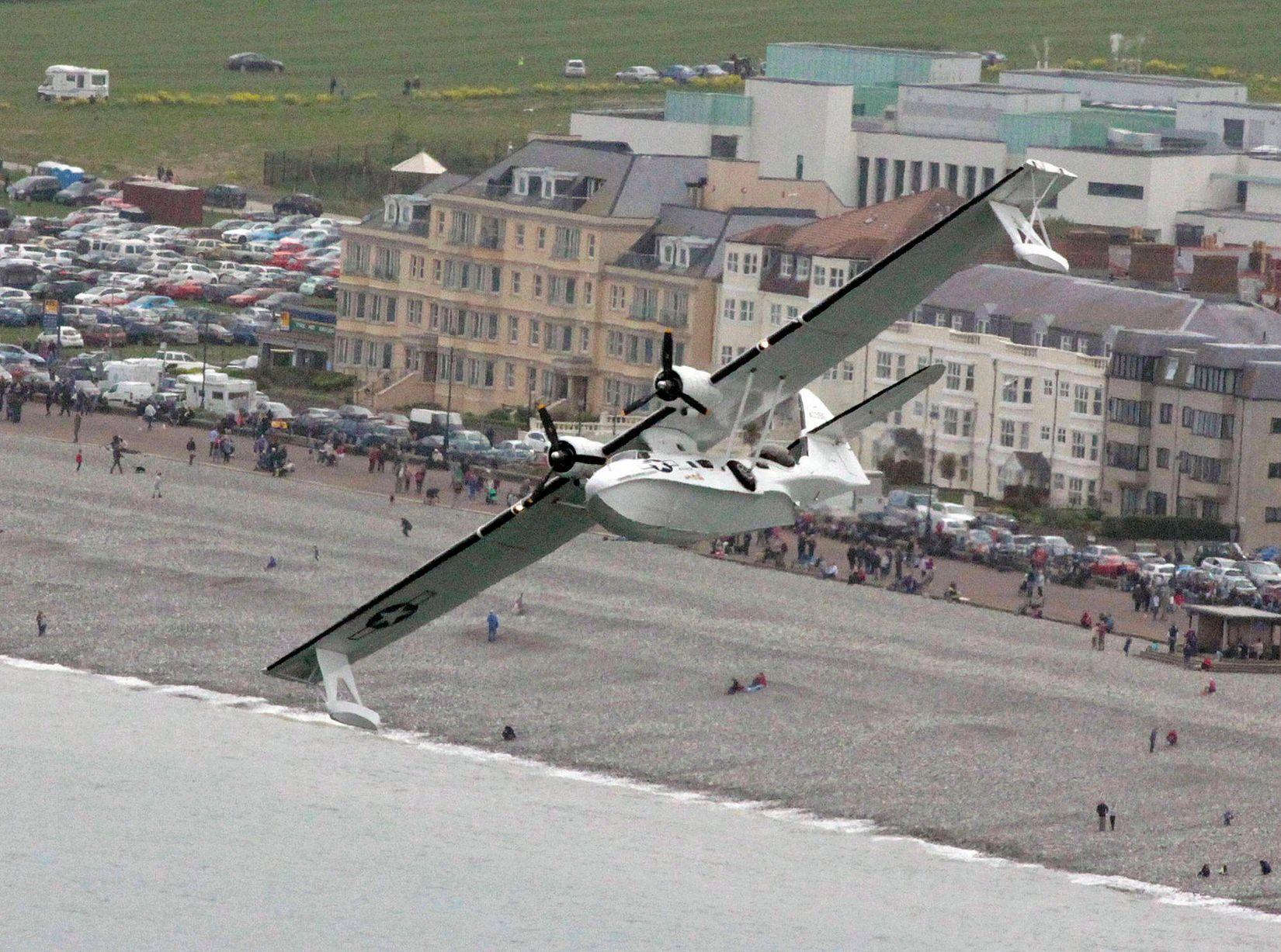 Catalina C Fnjf Sea Plane Flying Over Llandudno Promenade