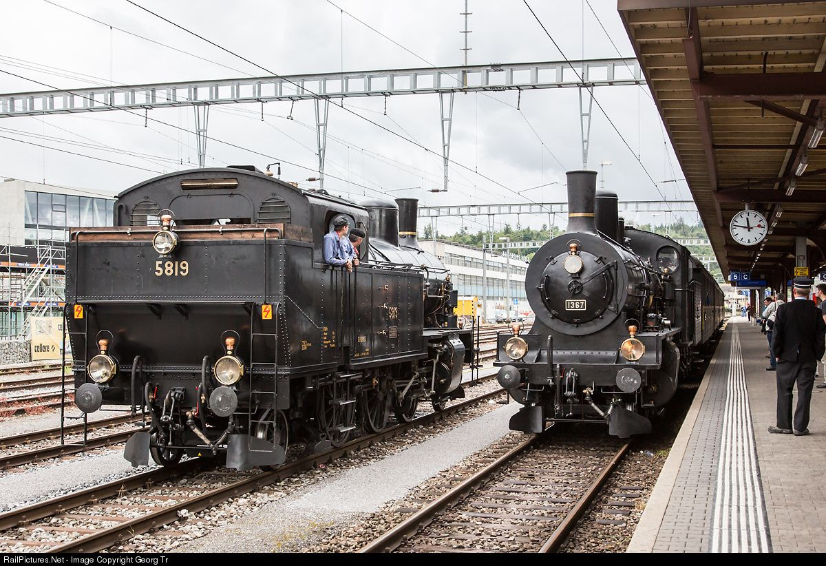 """Meeting in Brugg (AG) on the occasion of the open doors day 2014 in the """"Bahnpark"""": Tank locomotive Eb 3/5 # 5819 """"Habersack"""" (2-6-2 T) is w..."""