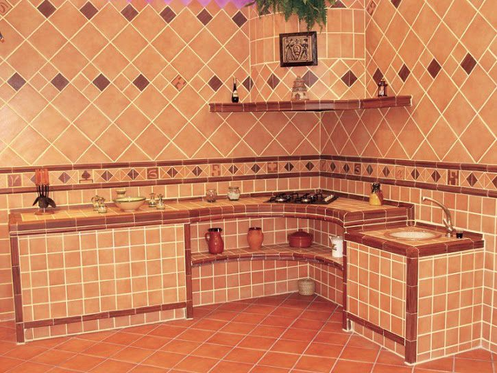 Cocina peque a de azulejos r sticos imitando los antiguos for Azulejos antiguos para cocina