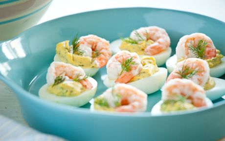 V deo receta de huevos rellenos con gambas de enrique s nchez programa c metelo de canal sur - La cocina de cometelo ...