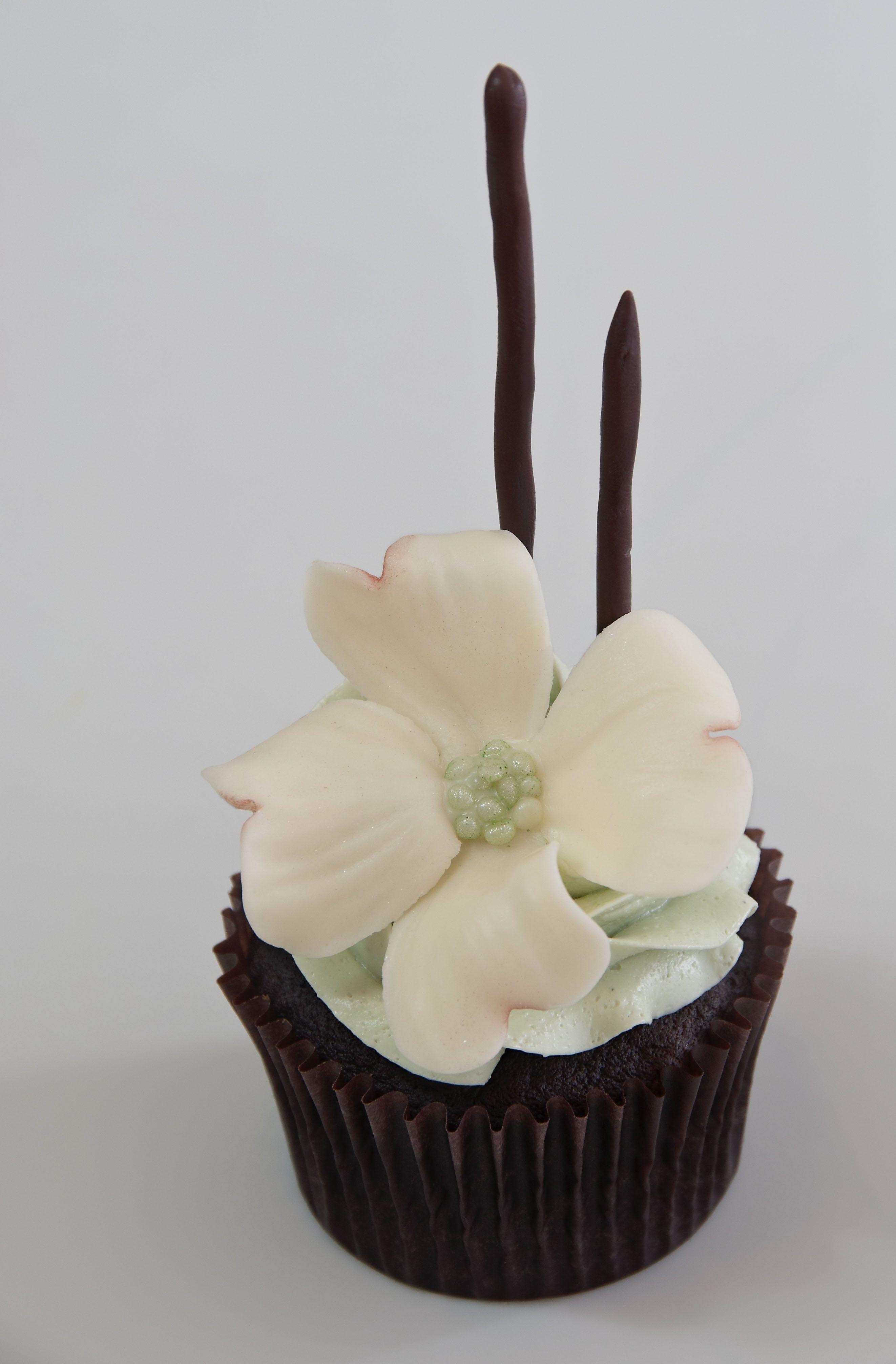 Dogwood Flower Tutorial Cupcakes Pinterest Dogwood Flowers