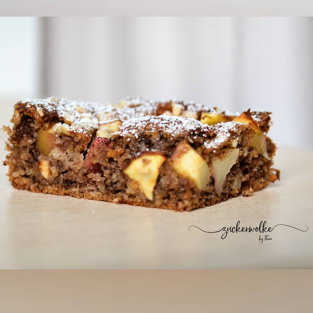 Dieser simple und superschnell zubereitete Apfelkuchen hat richtig Potenzial zum Lieblingskuchen! 🍎🍏😋😍 ...etwas durchgezogen schmeckt er sogar noch besser ...😇😊😋...und wie schon erwähnt: low carb 😋