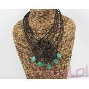 Collar trenza negra y agatas verdes    Colllar original y especial. Sienta fenomenal y luce muchisimo por el contraste del negro y las piedras de ágata verde esmeralda.