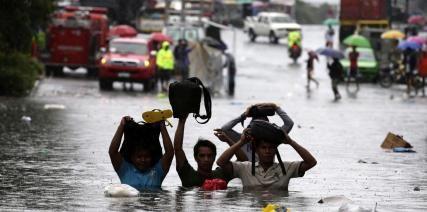 Tres muertos y miles de evacuados al paso del tifón Wutip por Vietnam - http://www.bloquepolitico.com/tres-muertos-y-miles-de-evacuados-al-paso-del-tifon-wutip-por-vietnam/
