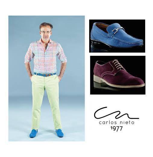 Al llevar un pantalón de color vivo recomendamos zapatos en colores azul, chocolate y dependiendo de la ocasión tonos morados. #TipsCN #Howtowear #colorfull #menstyle
