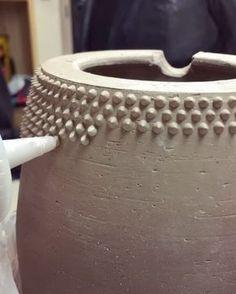 7 Superb Slip Trailing Videos #ceramicpottery