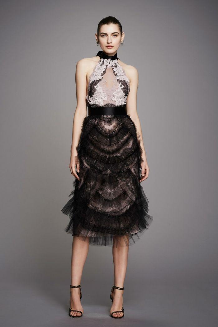 104abd4ec28 robe de cérémonie femme en noir et en dentelle blanche autour du décolleté  jupe en tulle noir avec taille haute