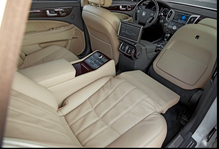 The 2018 Hyundai Equus Ultimate Offers Outstanding Style And Technology Both Inside And Out See Interior Exterior Photos Hyundai Custom Car Interior Equus