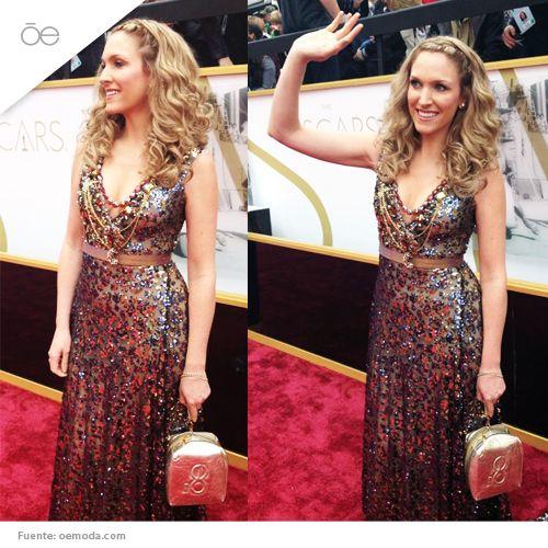 ¡Entre las celebridades que desfilaron en la alfombra roja en los #Oscars2014, estuvo la guapa Liza Echeverría con un bolso #Cloe que hizo juego con su look de la noche diseñado por David Salomon!