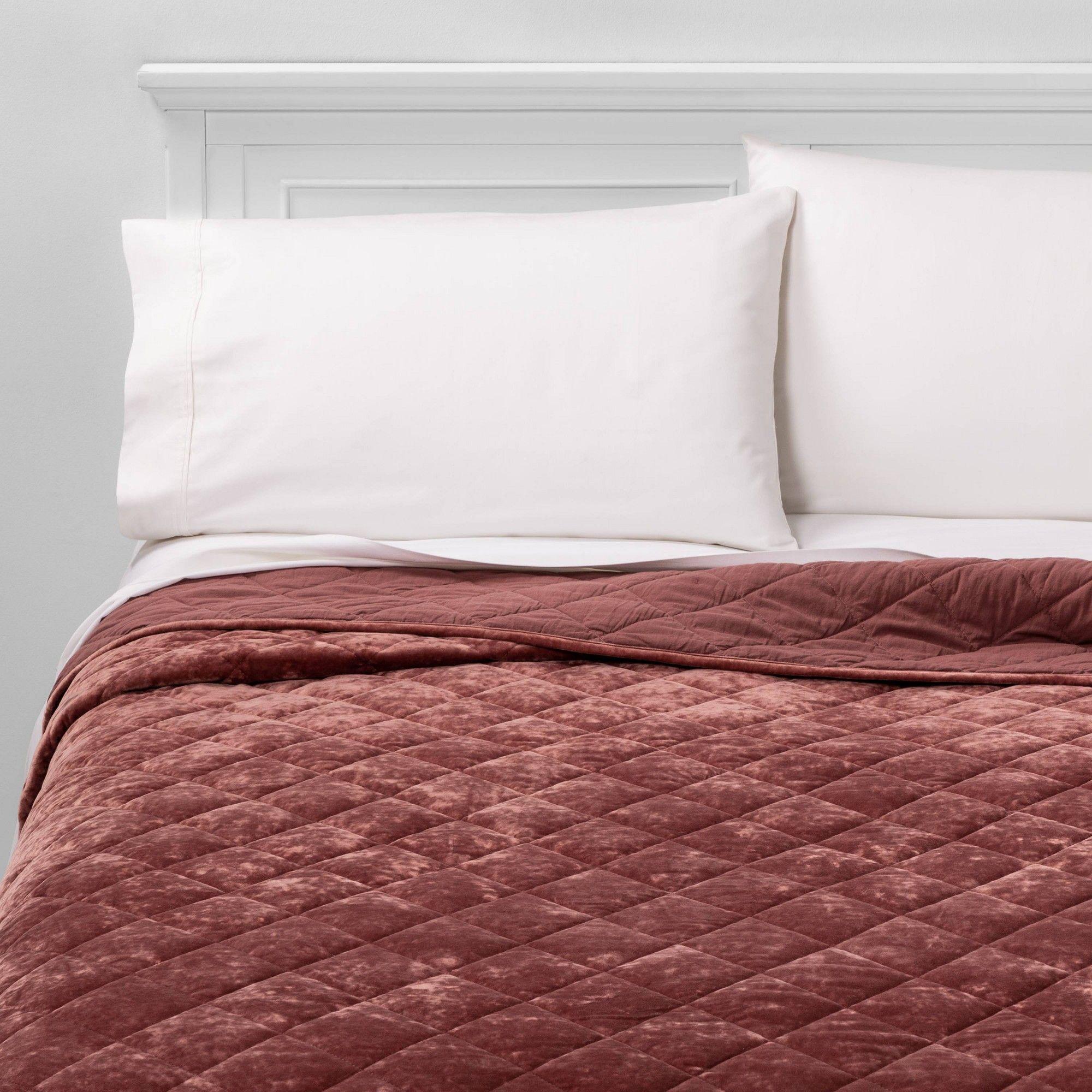 Pin By Felicia Flick On Guest Bedroom In 2020 Velvet Quilt