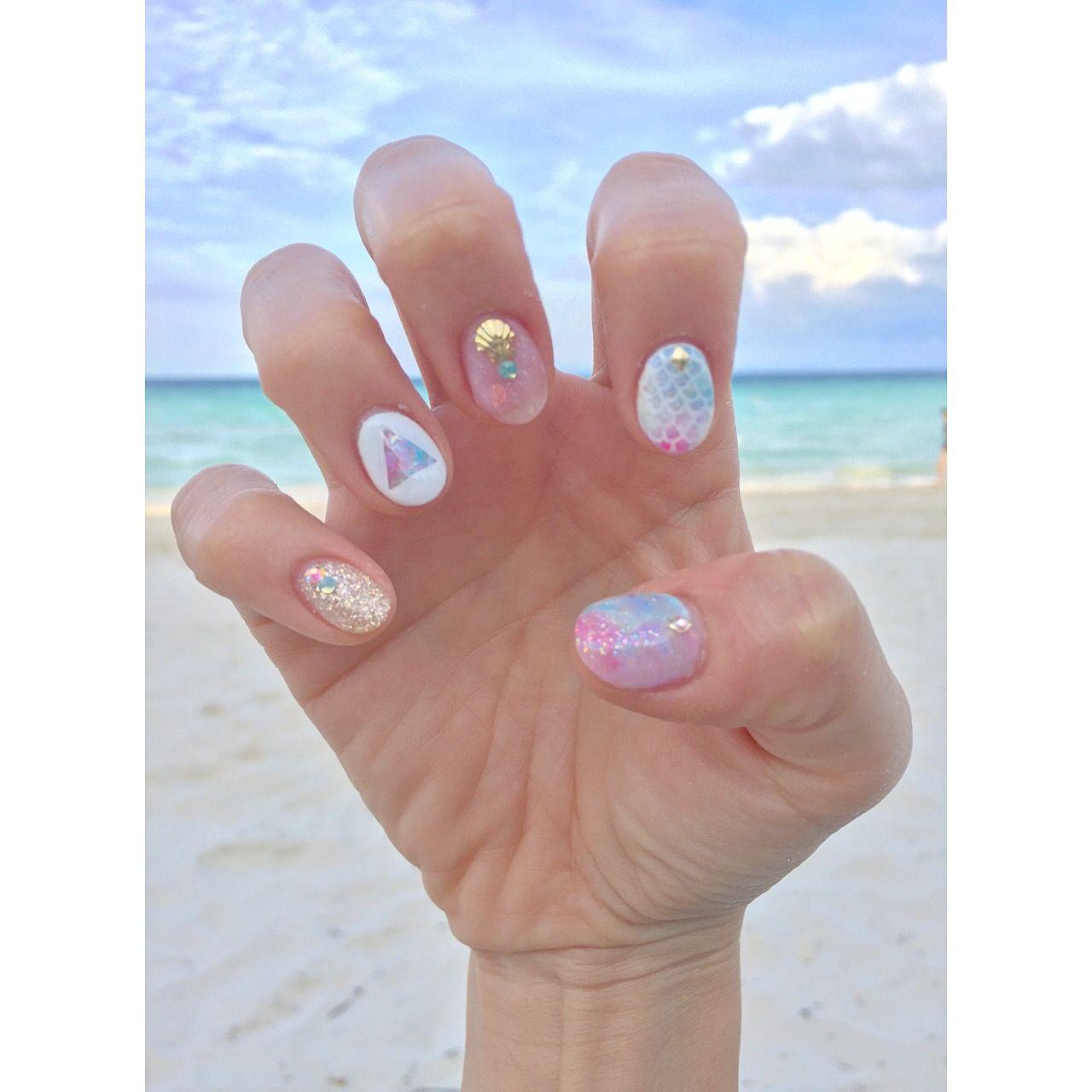 Tropical beach gel design - mermaid nails, white triangle, gold ...