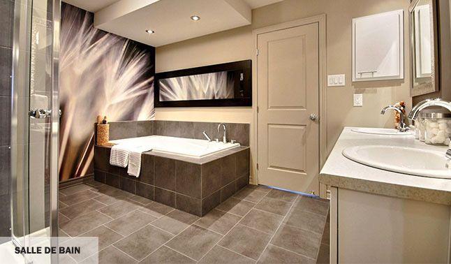 Salle de bain luxueuse, au design moderne, inspirant le bien-être et