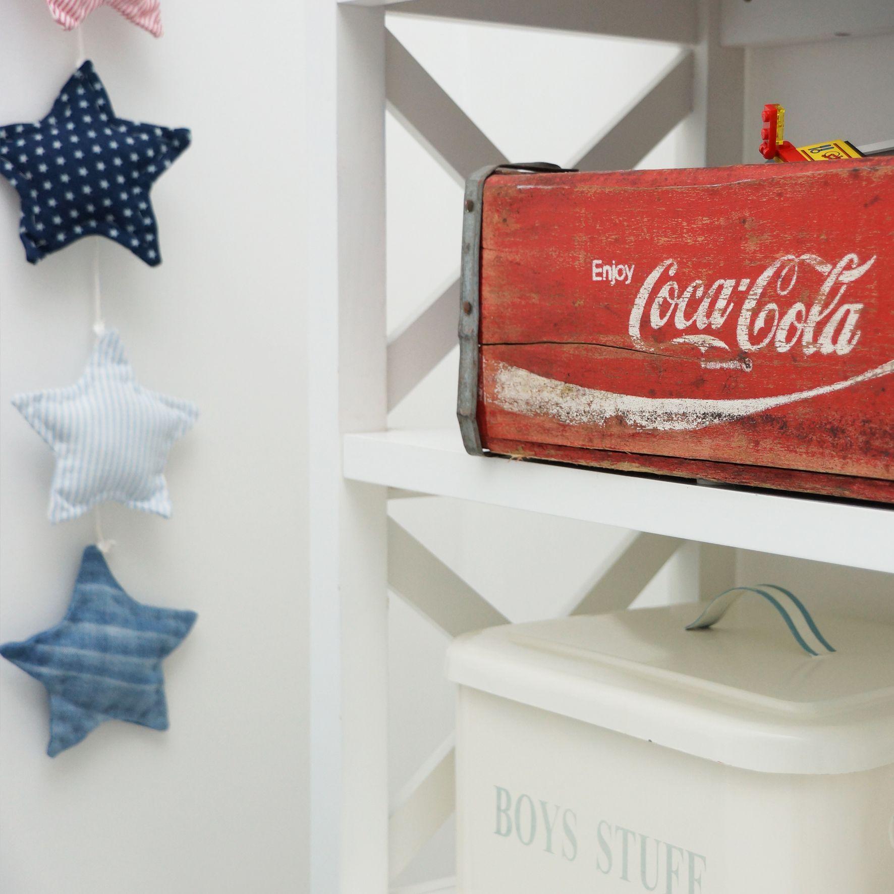 Star, stars and stripes, boys room, boysroom, inspiration, light blue, pojkrum, molban, jeans, airplane, flygplan, barnrum, coca cola, barnrum, pojkrum