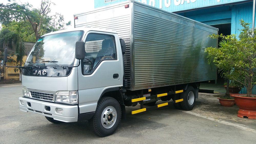 Chuyên bán ô tô tải, xe tải chở hàng chính hãng jac trọng tải lớn và nhỏ, cam kết chất lượng và giá tốt nhất.