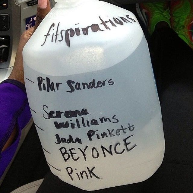 Day 3!!! A gallon a day will keep the cellulite away! Lol!! This by far is the easiest way to get it done, ladies!!! #21daychallenge #blackgirlsworkouttoo #fitspiration