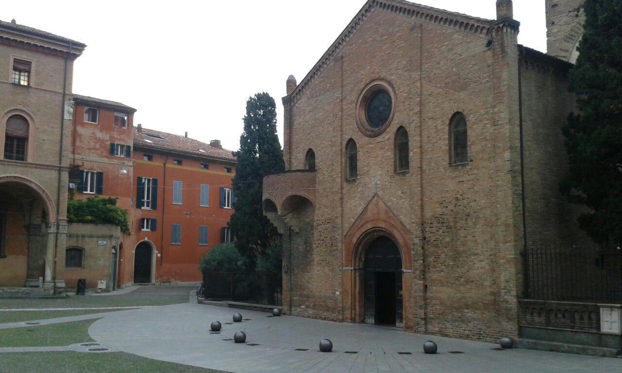 Bologna santo stefano le sette chiese travels and for Arredamento interni bologna