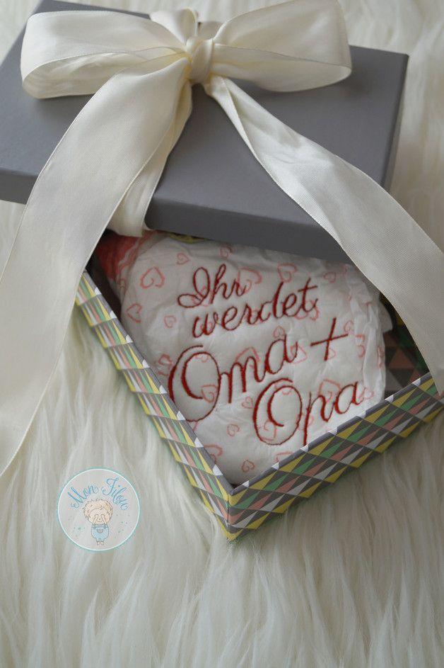 Geschenkidee für werdende Großeltern: Individuell bestickte Windel ...