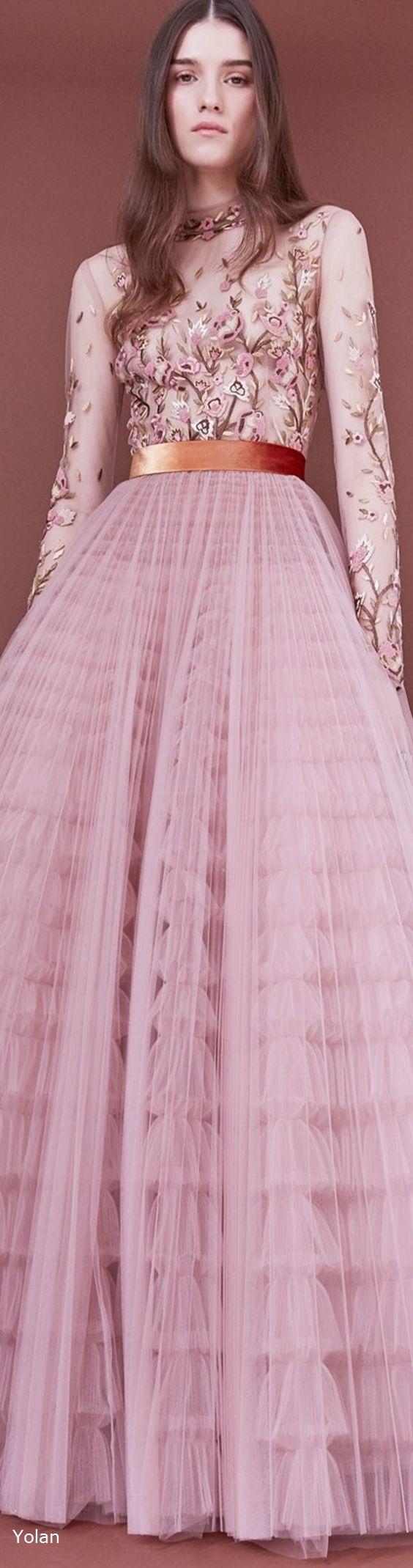 Pre-Fall 2018 J. Mendel | Moda en rosa | Pinterest | Rosas