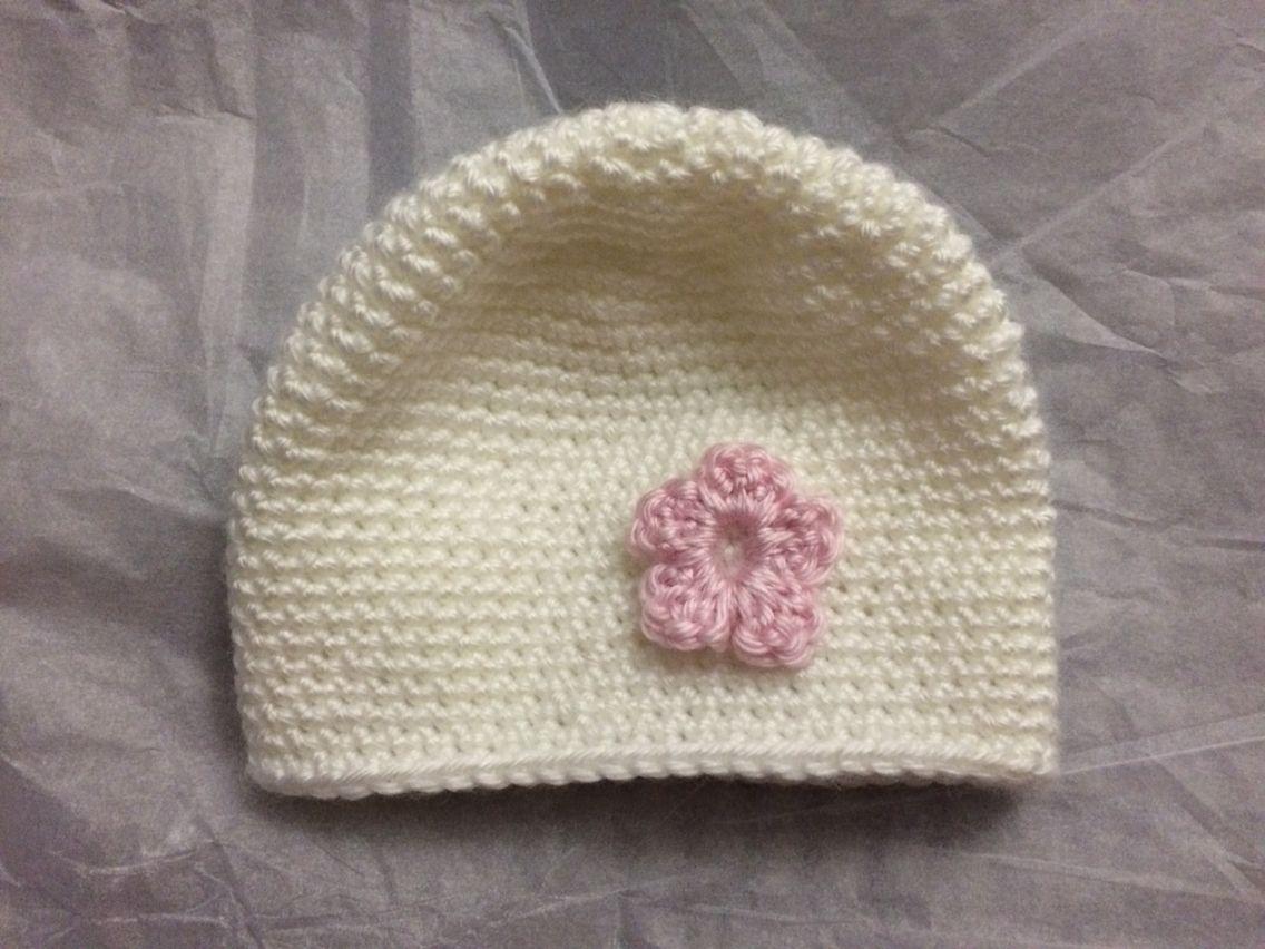 Crochet premie baby hat with little flower appliqué. #premiebabyhats