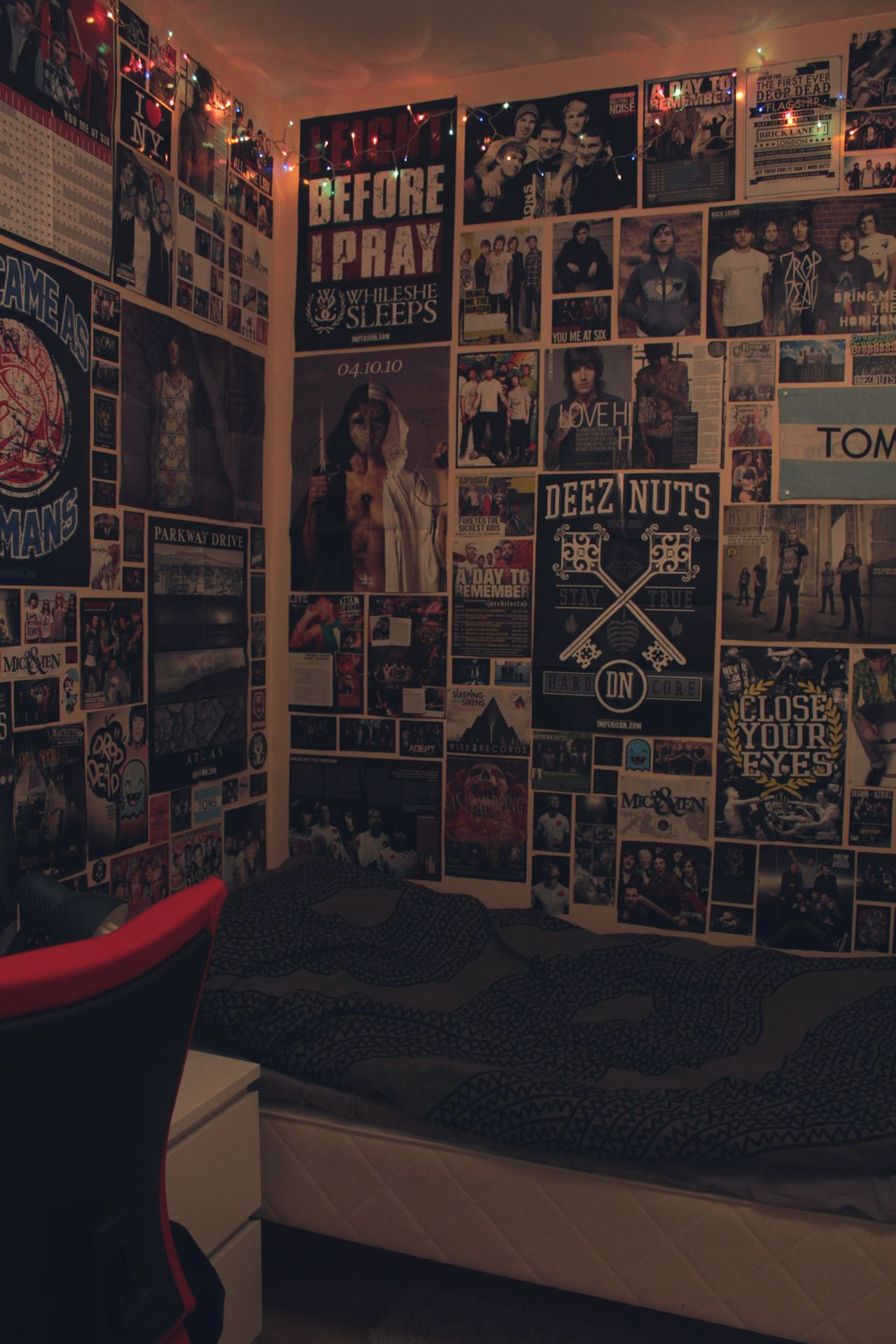 Room full of posters emo download full image new room Decorating walls with posters