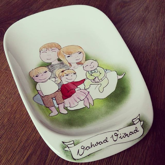 My favourite orders are, when i can paint family. Because they have lots off LOVE. #vikipesa #porcelainpainter #porcelainpainting #familygift #familyportrait