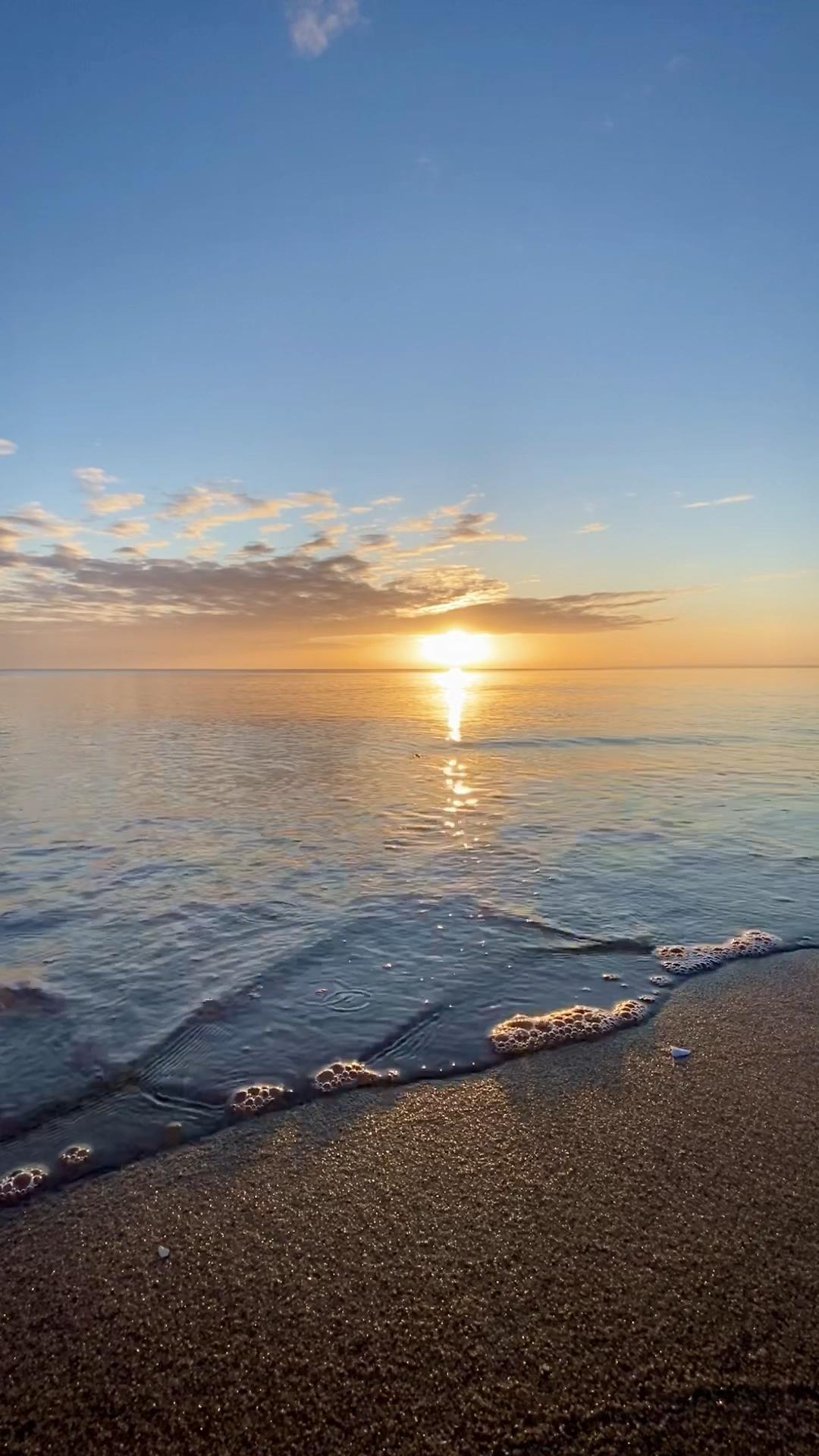 Sonnenaufgang in Scharbeutz an der Lübecker Bucht, Ostsee. #sonnenaufgang #luebeckerbucht #scharbeutz #norddeutschland #ostsee #ostseeküste #meeresrauschen #fernweh #ostseeurlaub